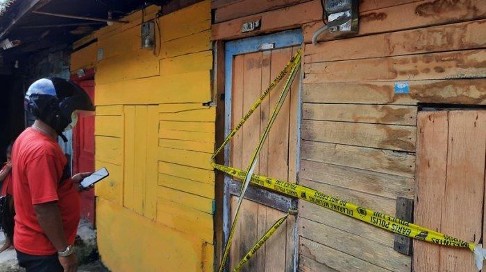 Warga RT 11 Kelurahaan Bintan Kecamatan Dumai Kota, dihebohkan dengan penemuan mayat laki-laki di salah satu kontrakan di Jalan Bintan Gang Damai, pada Rabu (10/2/2021).