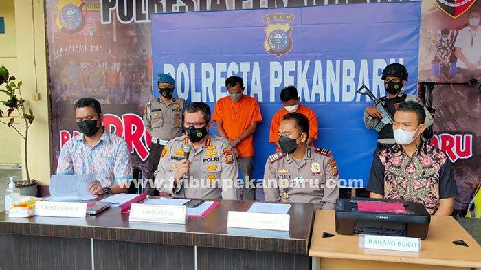 Foto : Bos dan Pegawai Ditangkap Polisi, Palsukan Surat Hasil Tes Swab PCR - hh-dan-jo-pelaku-pemalsuan-hasil-swab.jpg