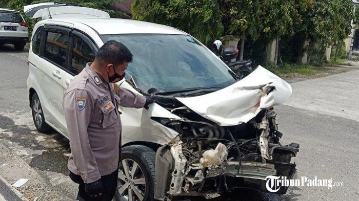 Bagian Depan Honda Freed Ringsek, Kembali Terjadi Tabrakan di Perlintasan Kereta Api di Padang