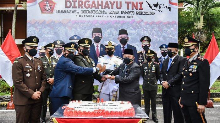 TNI di Dumai Dapat Kejutan Usai Upacara Virtual HUT ke-76,  Apa Ya Kejutannya?