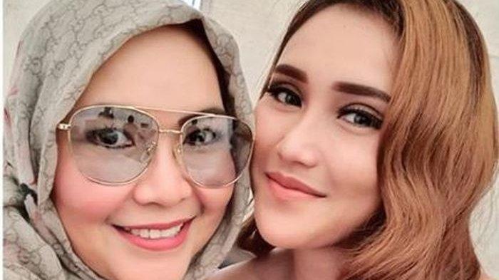 Habiskan Rp 100 Juta Lebih, Terbongkar Foto Ibu Ayu Ting Ting Sebelum Suntik Botox & Tanam Benang
