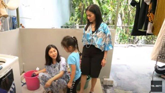 Iis Dahlia Dibuat Heran, Sarwendah Pilih Cuci Baju Sendiri Pakai Tangan, 'Pembantu Lo Kan Banyak'