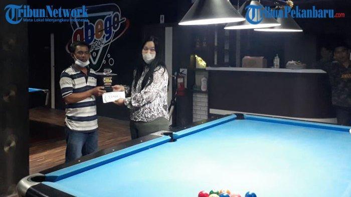 Ijal Dabos Juara Satu Tournament Ten Ball Riau Kepri Sumbar di Abege Cafe and Pool Pekanbaru