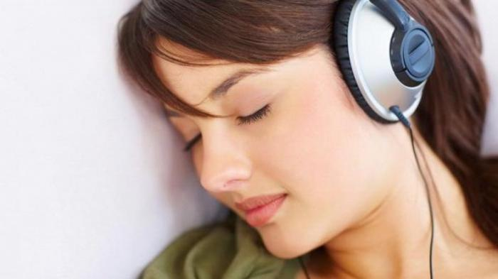 Riset, Terlalu Sering Gunakan Headphone Bisa Berbahaya, Batasi Dari Sekarang Sebelum Terlambat