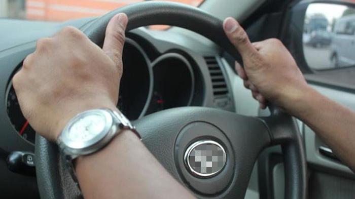 Siswi SD Ini Sampai Merengek Saat Kakek-kakek 60 Tahun Menggaulinya Di Dalam Mobil