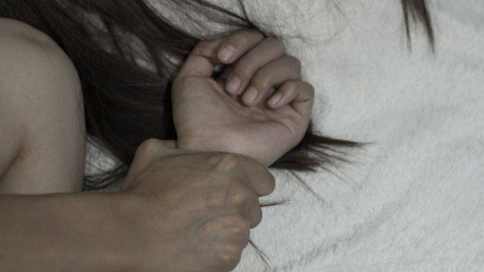 Karyawati Minimarkat Teteskan Air Mata Saat Digilir 5 Pria, Pasrah Sambil Menahan Rasa Sakit
