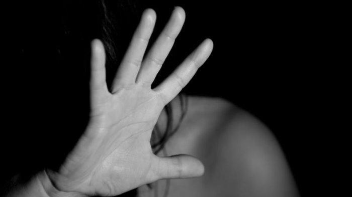 Saat Sedang dalam WC Umum, Wanita 28 Tahun Kaget Tiba-tiba Pria Ini Masuk dan Melancarkan Aksinya