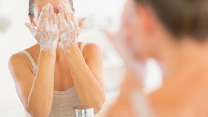 7 Kesalahan Fatal yang Sering Dilakukan Saat Membersihkan Make Up
