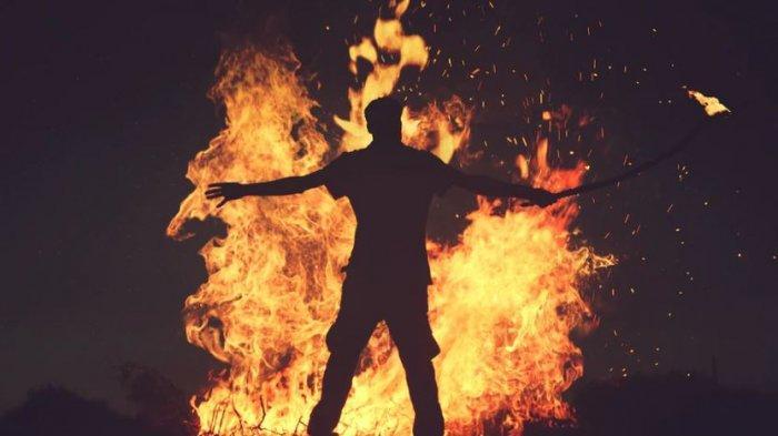 Terbakar Emosi, Bertengkar Hebat dengan Istri, Rumah Mertua Dibakar, Rata Dengan Tanah