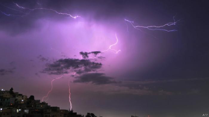 ilustrasi-petir-lightning_strike_20150820_083301.jpg