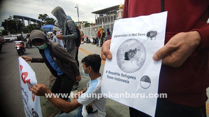 FOTO : Ratusan Imigran Unjuk Rasa di Depan Kantor Gubernur Riau - imigran-demo-senin-kemarin.jpg