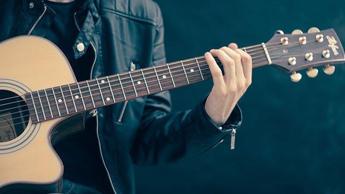 Kunci Gitar dan Lirik Lengkap 'Lagu Buku Ini Aku Pinjam', Dipopulerkan oleh Iwan Fals