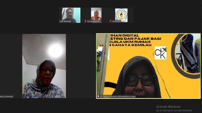 Dosen Institut Bisnis dan Teknologi Pelita Indonesia Bina UMKM Tenun Songket