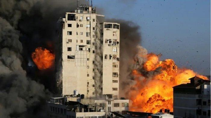 Detik-detik Gedung Dihantam Rudal Israel di Gaza, Runtuh Dalam Sekejap, 'Beri Kami 10 Menit'