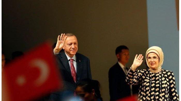Istri Presiden Turki Erdogan Pakai Masker Batik Indonesia, Begini Penampakannya
