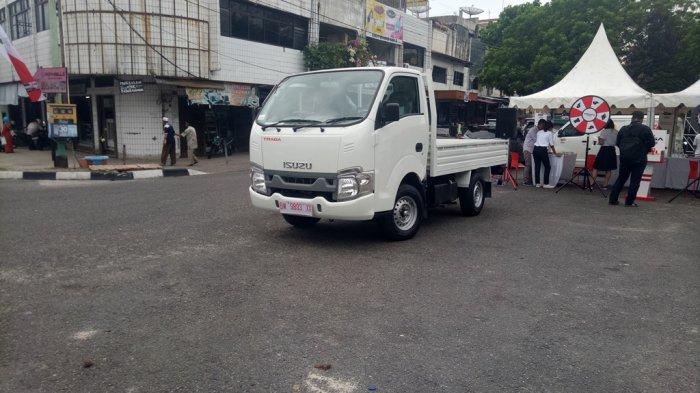 Pengunjung Bisa Coba Isuzu Traga Saat Acara Grebeg Pasar di Pasar Bawah Pekanbaru