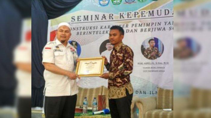 Jadikan Pekanbaru Kota Kayak Pemuda, Robi Armilus Dianugerahi Pemuda Pelopor