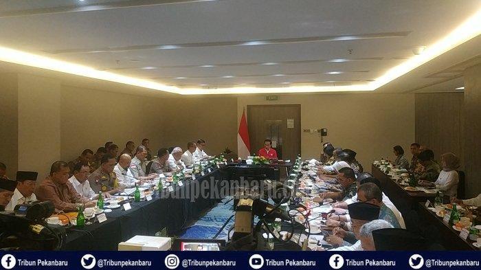 JADWAL Presiden RI Jokowi ke Riau Dua Hari, Rapat Terbatas dan Ngopi hingga Tinjau Karhutla di Riau