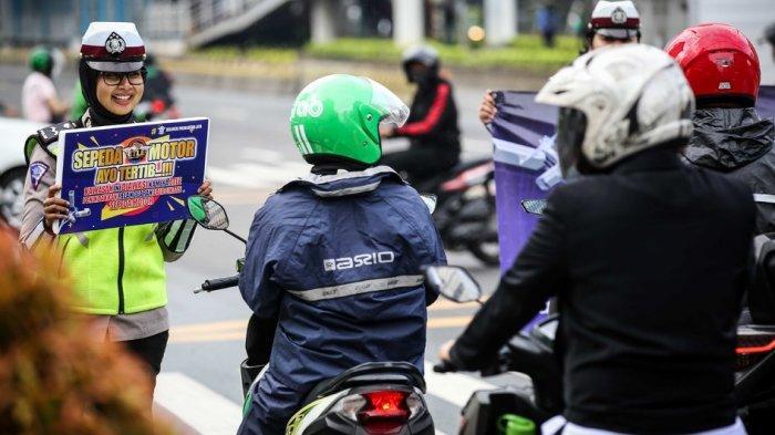 Jajaran Direktorat Lalu Lintas Polda Metro Jaya melakukan sosialisasi sistem tilang elektronik atau electronic traffic law enforcement (ETLE), Senin (15/10/2018).