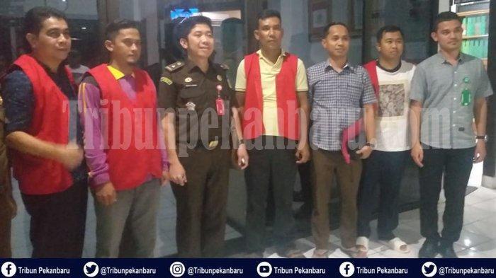 Jaksa EKSEKUSI Empat Orang Terpidana Tindak Pidana Pemilu 2019 di Inhu Riau Jelang Tengah Malam