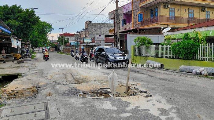 Foto :  Jalan Melur Pekanbaru Rusak Belum Juga Dibenahi - jalan-melur-pekanbaru-rusak.jpg