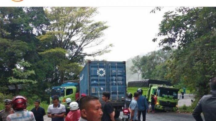 BREAKING NEWS: Jalan Padang-Solok Macet, Ada Tumpahan Minyak Truk Tabrakan di Sitinjau Lauik