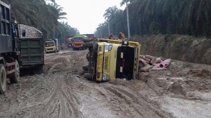 Melalui Dana Swakelola, PUPR Rohul Riau Perbaiki Jalan Mahato Sepanjang 12,5 KM
