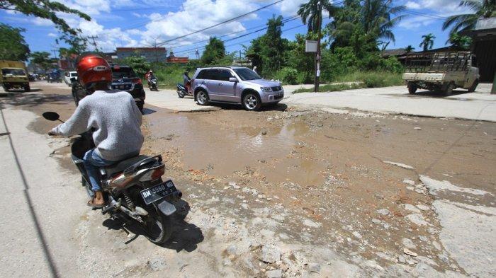 Jalan Banyak Rusak, Walikota Pekanbaru Akui Anggaran Perbaikan Berkurang