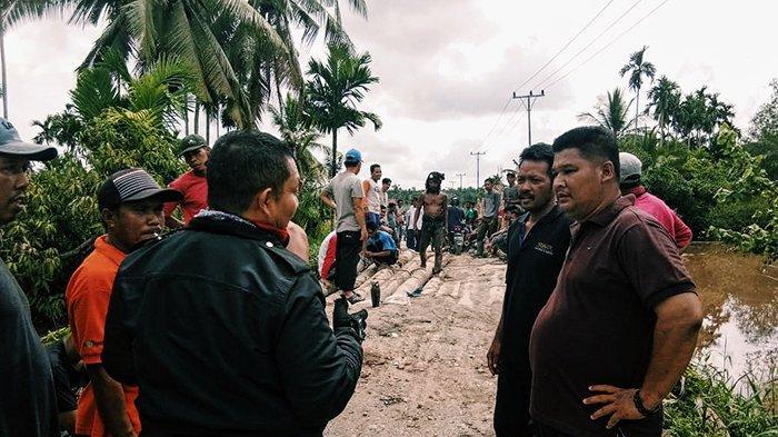 RUSAK PARAH, Warga Keluhkan Kerusakan Jalan dan Jembatan, Ini yang Dilakukan DPUPR Inhil Riau