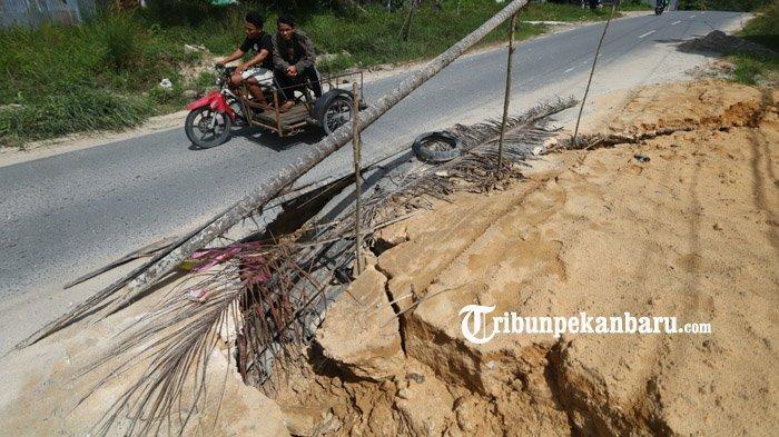 BERITA FOTO: Kondisi Jalan Rusak di Palas Pekanbaru Bahayakan Pengendara - jalan-rusak-palas.jpg