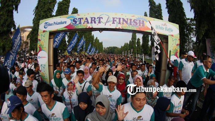 FOTO: Belasan Ribu Orang Ikut Jalan Sehat Tribun Pekanbaru Bersama Luwak White Koffie - jalan-sehat-tribun-pekanbaru-dan-luwak-white-koffie-2018_20180429_133634.jpg