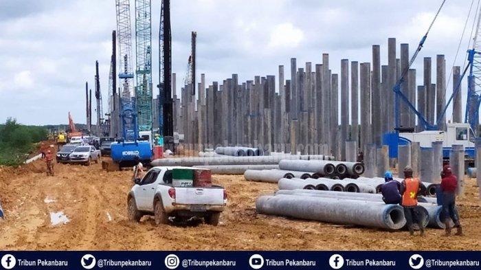 BREAKING NEWS : PEKERJA Jalan Tol Pekanbaru-Dumai Tewas Tertimpa Crane