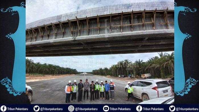 JALAN TOL Pekanbaru-Dumai Beroperasi 2020, Mobil Walikota Dumai Riau Nyaris Terjebak di dalam Lumpur