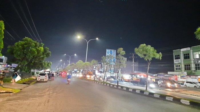 Jalan Lengang, Pedagang Tutup Toko, Suasana Malam Takbiran di Pekanbaru Sepi