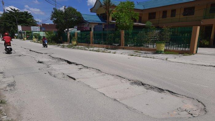 Jalan Rusak di Pekanbaru Bekas Galian Perpipaan Limbah Belum Kunjung Diperbaiki