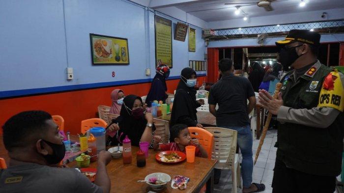 Jam Malam di Pangkalan Kerinci, Polres Pelalawan Ingatkan Sanksi Pidana Pelanggar Prokes