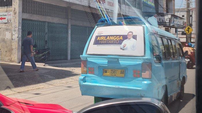 Jelang Pemilu 2024 dan Pilpres 2024, Stiker Airlangga Hartarto Nempel di Angkot di Pekanbaru