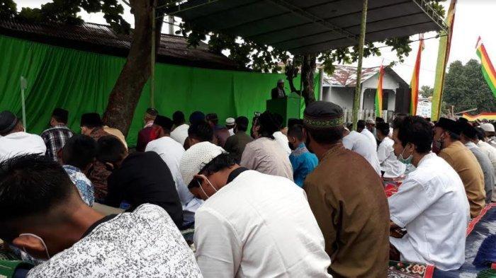 Ratusan Jemaah Mesjid Al Ittihad Tetap Khusuk Jalani Salat Id Dimasa Covid 19