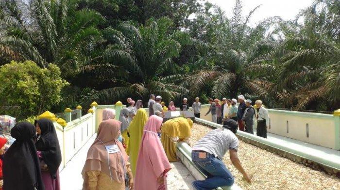 Cagar Budaya Dibuka Kembali, Jemaah Thariqat Gelar Gotong Royong di Komplek Makam Raja Indragiri