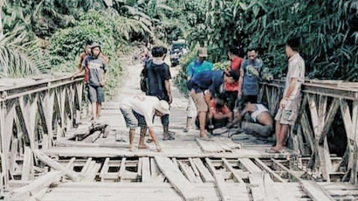 Uji Nyali Lewati Jembatan Tuk Jimun Inhil, Besi Keropos, Kayu Lapuk, Ini yang Dilakukan Warga