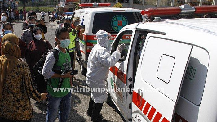 FOTO : Penjemputan Pasien Covid-19 yang Isoman di Kota Pekanbaru - jemput-isoman-di-pekanbaru.jpg