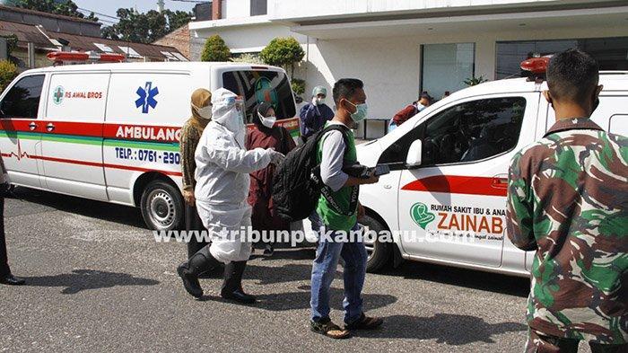 FOTO : Penjemputan Pasien Covid-19 yang Isoman di Kota Pekanbaru - jemput-isoman-pekanbaru.jpg