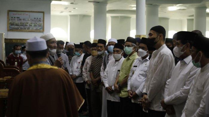 Jenazah Disalatkan di Masjid Annur, Wagubri Ungkap Kedekatanya dengan Datuk Seri Al Azhar