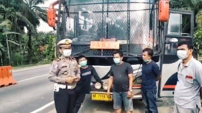 Jenius Salah Kaprah, Sulap Bus Jadi Mobil Paket, Dicegat di Pos Penyekatan di Perbatasan Riau-Jambi