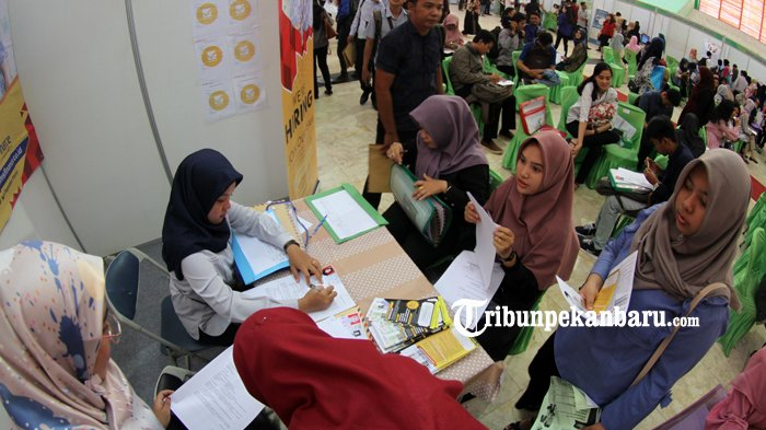 Dari 3,11 Juta Penduduk Bekerja di Riau, 50,92 Persennya Bekerja di Sektor Informal