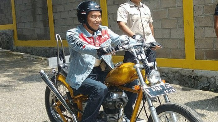 Jaket yang Dipakai Jokowi Mendadak Viral, Ternyata Segini Harga Produk Buatan Anak Bangsa