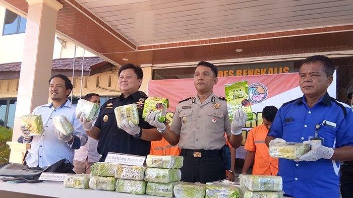 Kurir Diupah Rp2 Juta, Polres Bengkalis Riau Gagalkan Peredaran19 Kg Sabu akan Dibawa ke Palembang