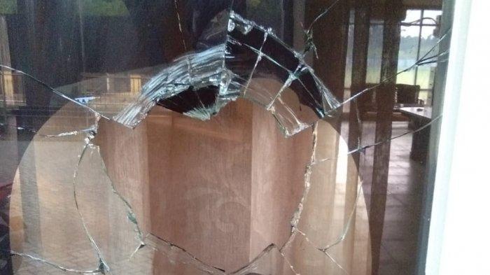 Pecah Dilempar Batu, Kaca Kantor KONI Inhu Diduga Dirusak Orang Tak Dikenal
