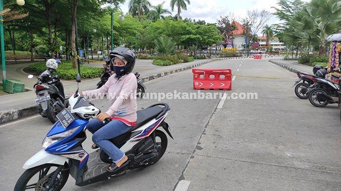 Foto : Cegah Kerumunan, RTH Kaca Mayang Dipasang Garis Polisi - kaca-mayang-dipasang-police-line.jpg
