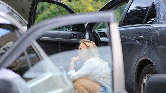 Siang Bolong Buka Kaca Jendela Mobil, Ada yang Melihat Langsung Lapor Polisi, Ternyata Lakukan Ini